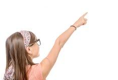 Adolescente hermoso con el punto del finger para arriba en el fondo blanco Foto de archivo