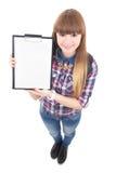 Adolescente hermoso con el tablero en blanco aislado en blanco Foto de archivo libre de regalías