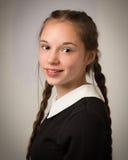 Adolescente hermoso con las trenzas vestidas en negro Imagenes de archivo