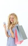 Adolescente hermoso con los bolsos de compras Imágenes de archivo libres de regalías