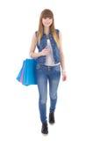 Adolescente hermoso con los panieres aislados en blanco Foto de archivo