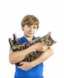 Adolescente hermoso con su gato Imagen de archivo