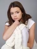 Adolescente hermoso de la muchacha con una cara triste Imágenes de archivo libres de regalías