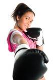 Adolescente hermoso del boxeo de la raza mezclada, perforando Fotos de archivo