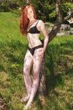 Adolescente hermoso del pelirrojo en un bikini negro Imagenes de archivo