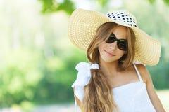 Adolescente hermoso en ancho-brimmed Fotos de archivo