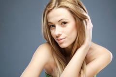 Adolescente hermoso en azul Imagen de archivo