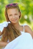 Adolescente hermoso en el vestido blanco Imágenes de archivo libres de regalías