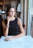 Adolescente hermoso en restaurante Foto de archivo