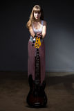 Adolescente hermoso en sombra con la guitarra Fotos de archivo