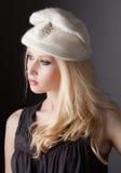 Adolescente hermoso en sombrero del vintage Fotografía de archivo libre de regalías