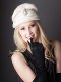 Adolescente hermoso en sombrero y guantes Foto de archivo libre de regalías