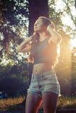 Adolescente hermoso en un parque - concepto del verano Fotografía de archivo