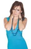 Adolescente hermoso en una alineada azul Foto de archivo libre de regalías