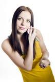 Adolescente hermoso joven que aplica el polvo Fotografía de archivo libre de regalías