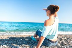 Adolescente hermoso joven que mira adelante el SE mediterráneo Imágenes de archivo libres de regalías