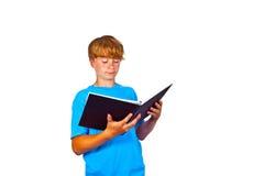 Adolescente hermoso, leyendo, aislado en blanco Fotos de archivo libres de regalías