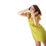 Adolescente hermoso que escucha la música Imagen de archivo