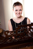 Adolescente hermoso que juega el piano Imágenes de archivo libres de regalías