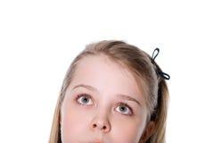 Adolescente hermoso que mira para arriba. Foto de archivo libre de regalías