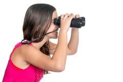 Adolescente hermoso que mira a través de los prismáticos Foto de archivo libre de regalías