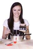Adolescente hermoso que prepara el alimento Imagen de archivo libre de regalías