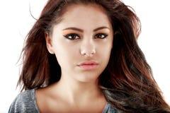 Adolescente hermoso que presenta con una imagen positiva Imagenes de archivo
