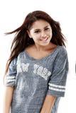 Adolescente hermoso que presenta con una imagen positiva Imagen de archivo libre de regalías