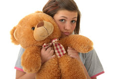 Adolescente hermoso que sostiene un oso de peluche Fotografía de archivo libre de regalías