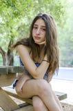 Adolescente hermoso relajado en sus días de fiesta, después de bañar en Fotografía de archivo