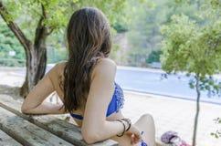Adolescente hermoso relajado en sus días de fiesta, después de bañar en Imágenes de archivo libres de regalías