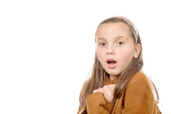 Adolescente hermoso sorprendido en el fondo blanco Imagenes de archivo