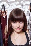 Adolescente hermoso y su guardarropa Foto de archivo libre de regalías