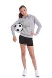 Adolescente heureuse de footballeur avec la bille de sports Image stock