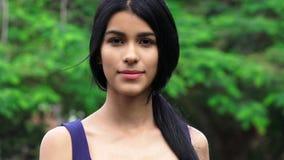 Adolescente hispánico bastante femenino Imagen de archivo