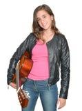 Adolescente hispánico de moda que lleva una guitarra Foto de archivo libre de regalías