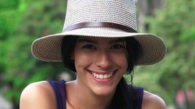 Adolescente hispánico sonriente Fotos de archivo
