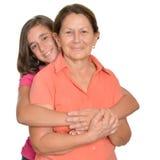 Adolescente hispánico y su abuela aislados en blanco Imágenes de archivo libres de regalías