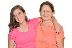 Adolescente hispánico y su abuela aislados en blanco Fotografía de archivo libre de regalías