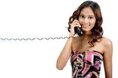 Adolescente indio con el teléfono Foto de archivo