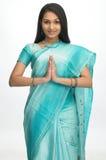 Adolescente indio con las manos plegables Imágenes de archivo libres de regalías