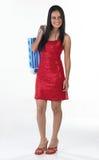 Adolescente indio que se coloca con el bolso de compras Fotos de archivo
