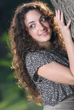 Adolescente inoffensivo e seducente dei capelli lunghi fotografia stock libera da diritti