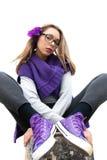 Adolescente intrigante vestido en púrpura Fotos de archivo