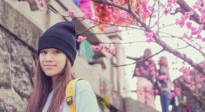Adolescente japonés con el vintage de la flor del flor Fotografía de archivo
