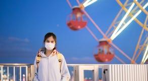 Adolescente japonés enfermo con la máscara Imagen de archivo libre de regalías