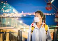 Adolescente japonés enfermo con la máscara Imagenes de archivo