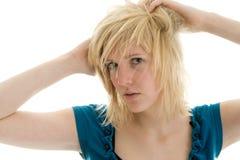 Adolescente jouant avec le cheveu Photo stock