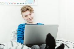Adolescente joven carismático feliz Imagen de archivo