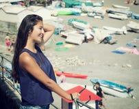 Adolescente joven cerca de la playa Fotografía de archivo